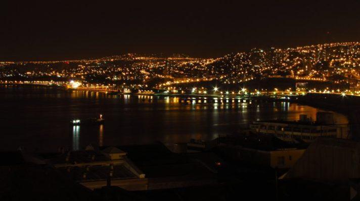 vaparaiso-noche-715x401